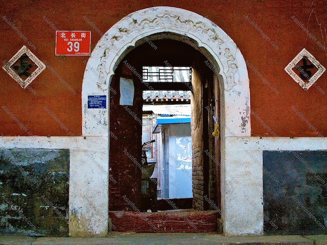 Red Chinese doorway